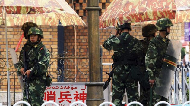 xinjiang-guards-e1480046072767